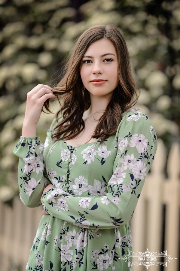 Denver senior photo of girl with spring flowers.